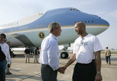 President Bush shakes hands with New Orleans Mayor Ray Nagin after viewing the devastation of Hurricane Katrina First Black President, Hurricane Katrina, Black Presidents, Barack Obama, Blame, Louisiana, New Orleans, No Response, Politics