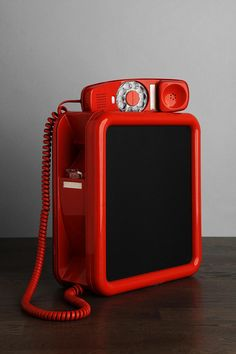 One-Of-A-Kind wall phone tech and gadgets phon Love Vintage, Vintage Walls, Vintage 70s, Vintage Items, Vintage Phones, Vintage Telephone, Retro Living Rooms, Sunflower Kitchen, Retro Phone