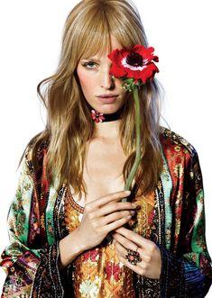 Alisa Ahmann by James Houston for Harper's Bazaar Turkey April 2017 Ivy Fashion, Fashion Mag, Tomboy Fashion, Editorial Fashion, Boho Fashion, Flower Power, Houston, Harper's Bazaar, Seventies Fashion