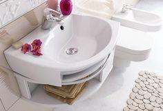 Skříňka pod umyvadlo Rosa se šuplíkem v rozměrech 560 x 400 x 240 mm nabízí otevřené i uzavřené úložné prostory a věšák pro ručník. Cena 5490 Kč; Ravak