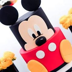 How cute is this cake by Maria of @maria_cakesinbloom for little adorable Jordan's Mickey Mouse inspired first birthday I had pleasure styling over the weekend. Styling | setup | fresh flowers | photo by @sweeteventstylingbythanhtran Cake: @maria_cakesinbloom #mickeymousebirthday #eventstyling #kidspartyinspo #kidspartyinspiration #kidsparty #firstbirthday #cake #styling