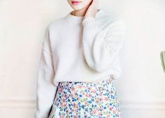 Image via We Heart It #asianfashion #seoulstyle #floralprintskirt #kstyle #kfashion