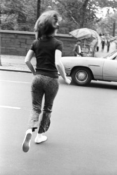 Jackie running across Fifth Avenue into Central Park.