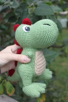 Amigurumi T-Rex Dinazor Free Pattern gratis free:T-Rex Amigurumi pattern by Kristel NOTE: Written in UK abbreviations!crochet toys Free pattern on Ravelry -Amigurumi Do ZeroCurso de croche passo a passo veja no videoThis cute T-Rex just wants a hug! Cute Crochet, Crochet For Kids, Crochet Crafts, Crochet Baby, Crochet Projects, Single Crochet, Crochet Dinosaur Patterns, Crochet Amigurumi Free Patterns, Crochet Dolls