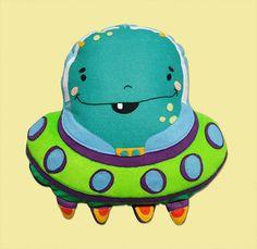 Almofada colorida infantil divertida dos bichinhos e personagens do Amigo Invisivel, feitos em velboa e fibra acrílica. ...