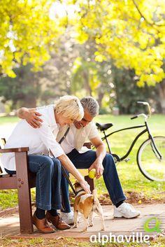 Vários estudos indicam que ter um pet em casa traz muitos benefícios para nós. Eles melhoram o humor, reduzindo os níveis de stress e ajudam nas atividades físicas. Aquela caminhada sempre acaba durando mais quando estamos na companhia deles, não é?