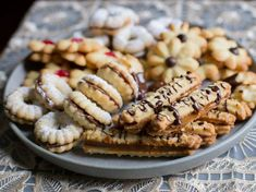 Galletas finas, receta chilena | En Mi Cocina Hoy Honey Cookies, Tea Cookies, Chilean Recipes, Chilean Food, Cookie Press, Pastry Cake, Cookies Ingredients, Melting Chocolate, High Tea