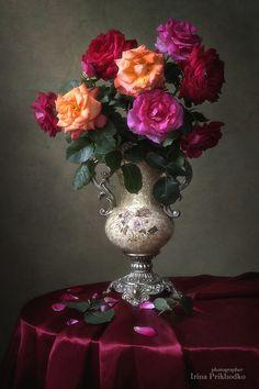 Floral still life with bouquet of roses Rose Vase, Flower Vases, Flower Art, Beautiful Flower Arrangements, Floral Arrangements, Beautiful Roses, Beautiful Flowers, Russian Painting, Still Life Art