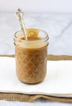 Easy, Dairy-Free Caramel Sauce {Gluten-Free, Paleo} - Meaningful Eats 3/4 xícara de gordura do leite de coco 1/2 xícara de mel açúcar coqueiro 1/4 de copo 1 / 4-1 / 2 colher de chá de sal (dependendo de como salgado que você gosta, eu uso 1/2) 2 colheres de sopa de ghee, manteiga, ou palma encurtamento (eu uso ghee) extrato de baunilha 1 colher de sopa