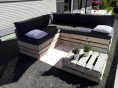 Pallet Corner Sofa with Table