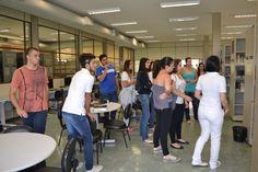 Calouros/2016 conhecendo a Biblioteca. Foto: Carlos Suetake