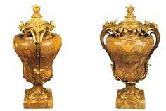 PAIRE D''AMPHORES de Style Rocaille. Marbre et bronze dore. Prise de couvercle a bouton de fleur. Anse en bronze a motif de feuilles. Epoque XXieme siecle. Dim. Ht. 69cm