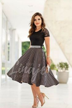 Heelza — I ❤️ her beautiful legs in high heels. Lovely Dresses, Modest Dresses, Modest Outfits, Skirt Outfits, Vintage Dresses, Dress Skirt, Vintage Outfits, Girls Dresses, Vintage Fashion