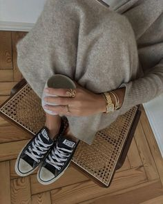 40 образов на каждый день - зима 2021 #зима2021 #гардеробзима2021 #базовыйгардероб2021 #тренды2021 #мода2021 #зимниеобразы2021 #теплыйгардероб #кашемир #свитер2021 #джинсы2021 #сапоги2021 #обувь2021 #стиль2021 Dad Sneakers, Retro Sneakers, Estilo Fashion, Moda Fashion, Fashion Beauty, Girl Fashion, Scandi Chic, Nordic Style, Fall Winter Outfits