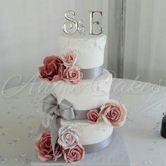 Wedding cake with mauve gumpaste roses