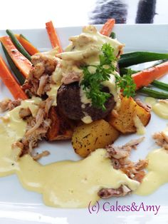 Filet with Crab and Bearnaise sauce. Bearnaise Sauce, Island Food, Vancouver Island, Chefs, Beef Recipes, Affair, Amy, Restaurants, Yummy Food
