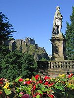 Allan Ramsay statue and Edinburgh Castle