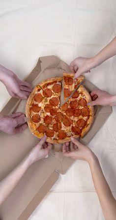 Food Graphic Design, Food Poster Design, Food Design, Delivery Comida, Comida Pizza, Pizza Menu, Domino's Pizza, Pizza Dough, Creative Pizza