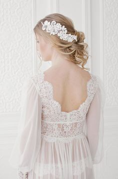 Lace negligee with sleeves and pearl buttons | Ekaterina Golovacheva | see more on: http://burnettsboards.com/2015/08/brides-morning/