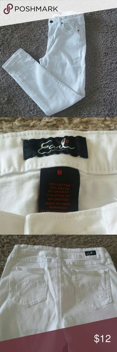 White Ankle Length Jeans White ankle length jeans in like new condition. Earl Jeans Jeans Ankle & Cropped