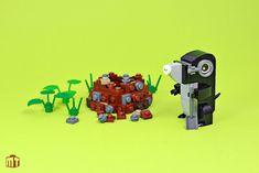 A garden invader of the most adorable kind Cake Table Birthday, Lego Animals, Stacking Blocks, Lego Storage, Lego Worlds, Lego Photography, Lego Design, Lego Moc, Legoland