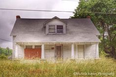Sono piccole costruzioni, case e chiese abbandonate nel sud degli Usa. La fotografa americana  Michelle Bowers  gira la Carolina del Nord a caccia di questi luoghi fantasma. La sua pagina Facebook conta ormai più di 4mila appassionati che partecipano alla raccolta delle immagini da tutto il s