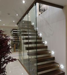 43 Affordable Glass Staircase Design Ideas - My Design Fulltimetraveler Stair Banister, New Staircase, Stair Walls, Floating Staircase, Banisters, Stair Treads, Staircase Ideas, Glass Stairs Design, Home Stairs Design