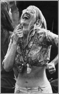 ☮1969 Wood§tock Fe§tival☮ Hippie Man, Happy Hippie, Hippie Love, Hippie Chick, Hippie Style, Hippie Girls, 70s Hippie, Woodstock Hippies, Woodstock Music