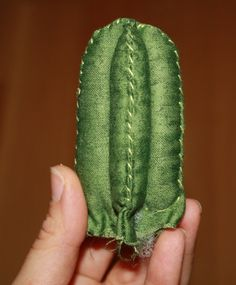 E ora eccomi qua con un nuovo TUTORIAL, dedicato a chi a apprezzato i miei cactus di stoffa e vuole cimentarsi nella loro creazione! Ri...