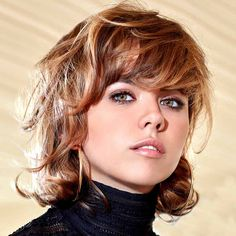 Short haircuts winter 2019 all the Trends - Popular Haircuts Very Short Bangs, Short Curly Cuts, Short Wavy Haircuts, Wavy Bob Hairstyles, Short Straight Hair, Girl Haircuts, Short Hairstyles For Women, Short Bobs, 2015 Hairstyles