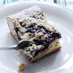 Borůvkový koláč s mandlovou drobenkou - musím vyzkoušet! I don't know what this says but it looks delicious!