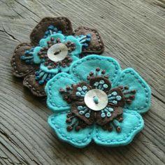 Flowers Blue Bloemen 19 Ideas For 2019 Fabric Art, Fabric Crafts, Sewing Crafts, Fabric Brooch, Felt Brooch, Felt Embroidery, Felt Applique, Felt Flowers, Fabric Flowers