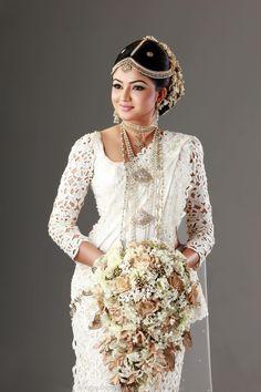 Beautiful wedding saree Indian Wedding Sari, Indian Bridal Fashion, Saree Wedding, Wedding Attire, Bridal Sarees, Beautiful Saree, Beautiful Bride, Bridal Looks, Bridal Style