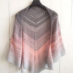 My mother made herself a crochet shawl. She wrote down the steps while working on it and asked me to share it here on my blog, so others can make it as well. So here you go! The free pattern of my mother's crochet shawl.