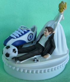Looking for a unique and funny, yet still elegant wedding cake topper? Here you go, Chelsea F.C. Soccer fans! The humorous resin-like bride and groom Wedding Jokes, Funny Wedding Cake Toppers, Wedding Topper, Wedding Cake Fresh Flowers, Elegant Wedding Cakes, Cool Wedding Cakes, Wedding Rings, Wedding Bells, Football Wedding