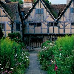 Shakespeare's birthplace, Stratford upon Avon, UK. Love love this place. One of the loveliest places I have been