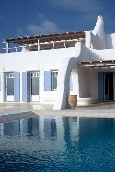 The house is located in Parikia, Krotiri position, Paros in the Cyclades in Greece. It has the features of traditional Cycladic architecture with a. Concrete Pool, Greek House, Living In Europe, Beach Shack, Paros, Toscana, Architect Design, Interior Architecture, Interior Design