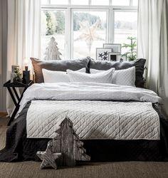 Fyll sengen med store puter og mykt sengetøy, nå har vi mange flotte sengetøy og sengetepper som gir en hyggelig stemning på soverommet. Og...