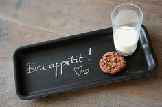 DIY chalkboard tray (link to DIY chalkboard tables, too)