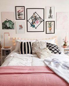 These flat decor ideas bring a feminine pink and tropical feel into the room. #flatdecor #flat #gallerywall #bedding #throwpillows