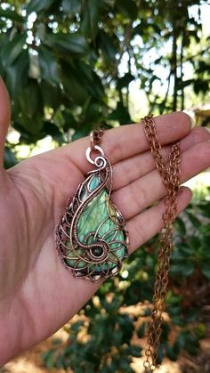 Fractal pendant necklace with labradorite teardrop cabochon in antiqued copper by ZDArtisanJewelry - - Fractal pendant necklace with labradorite teardrop cabochon in antiqued copper by ZDArtisanJewelry ZD Artisan Jewelry Bijoux Wire Wrap, Wire Wrapped Necklace, Bijoux Diy, Wire Wrapped Pendant, Wire Wrapped Stones, Labradorite Jewelry, Artisan Jewelry, Handmade Jewelry, Jewelry Making Tutorials