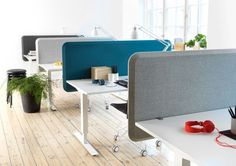 Desktop dividing office screens create a partition between office desks to increase privacy. Our desk dividers are available in acrylic, magnetic metal & upholstered to aid acoustic privacy around the desk area. Small Office, Open Office, Office Tv, White Office, Office Interior Design, Office Interiors, Office Table, Office Decor, Desk Partitions