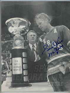 Gordie Howe Houston Aeros WHA Signed Autographed 1975 World Hockey Quarterly   eBay