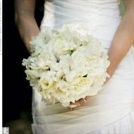 Gorgeous white bouquet, so simple and textured