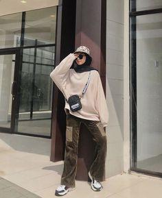 Modern Hijab Fashion, Street Hijab Fashion, Modesty Fashion, Hijab Fashion Inspiration, Modest Fashion Hijab, Muslim Fashion, Look Fashion, Fashion Outfits, Ootd Hijab