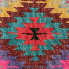 Weaving Textiles, Weaving Art, Weaving Patterns, Kilim Pillows, Kilim Rugs, Tapete Floral, Veneer Texture, Turkish Pattern, Boho Home