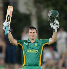 Graeme Smith (SA) 116, made his 10th ODI hundred, vs New Zealand, 3rd ODI, Potchefstroom, 25 Jan 2013