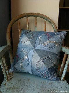 50 cushion covers made of jeans -DIY pillowcases made of recycled materials - Patchwork/quilten - Denim Artisanats Denim, Denim Purse, Jean Diy, Denim Ideas, Denim Crafts, Diy Jeans, Sewing Pillows, Recycled Denim, Toss Pillows