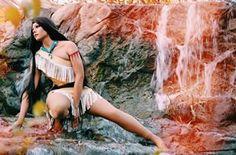 A Pocahontas de Schaefer é inesquecível. | Este cara faz cosplays de princesas da Disney melhor do que qualquer pessoa