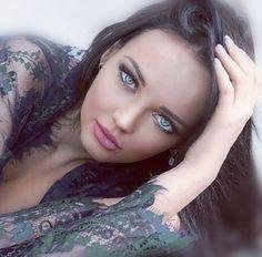 Photos of beautiful girls Beautiful Face Images, Beautiful Girl Image, Beautiful Gorgeous, Simply Beautiful, Gorgeous Women, Light Eyes, Stunning Eyes, Pretty Eyes, Woman Face